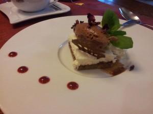 Chorzów: restauracja La Pasion. Deser - pralina z białej czekolady