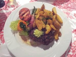Bytom: Restauracja Pod Czaplą. Stek z polędwicy wołowej
