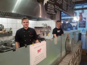 Gliwice: Zdrowa Krowa. Kamil i Harry przy pracy