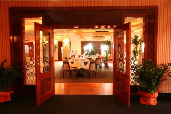 Piasek k. Pszczyny: Restauracja Hotelu Styl 70